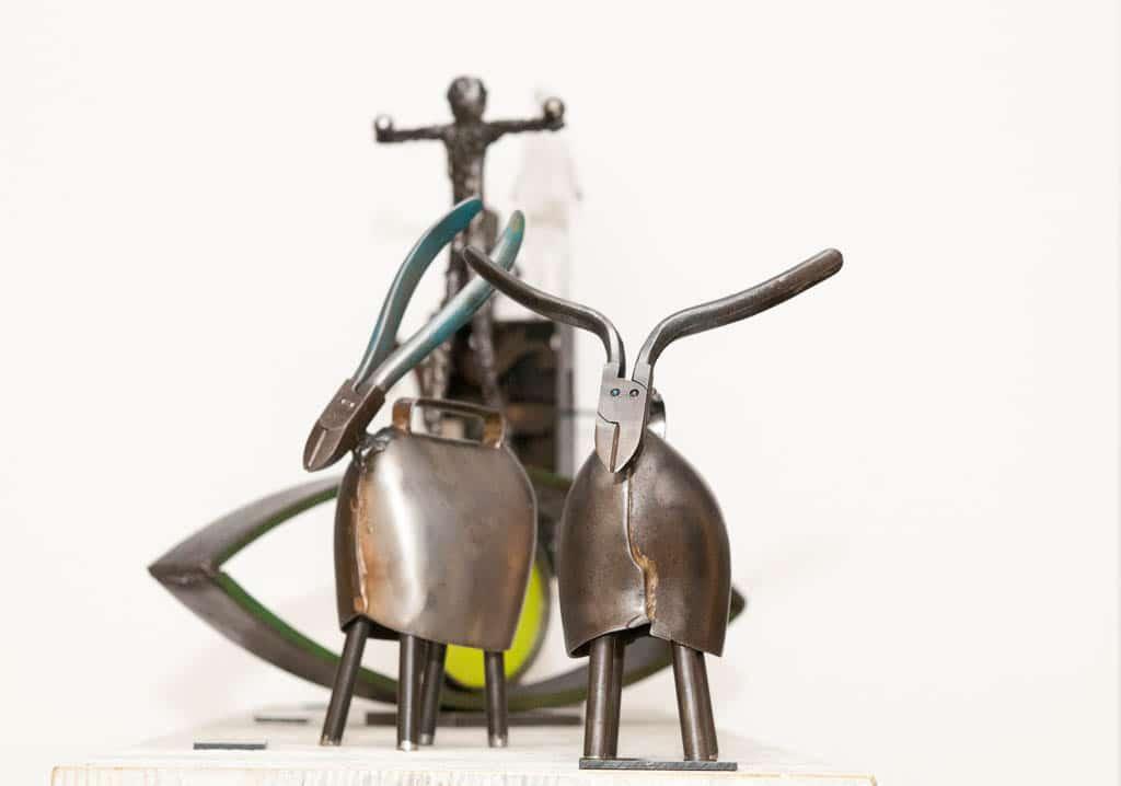 Art Feldmatte 2017   Zwei Kleinobjekte aus Metall von Reto Baumann