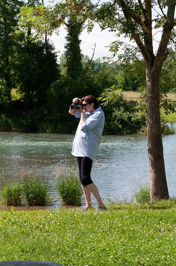 Malkurs moser-art | Eine Kursteilnehmerin bei der Bilderbeschaffung