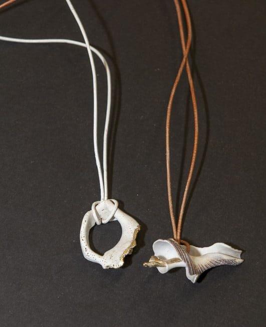 Halskette I und III von Renate Moser